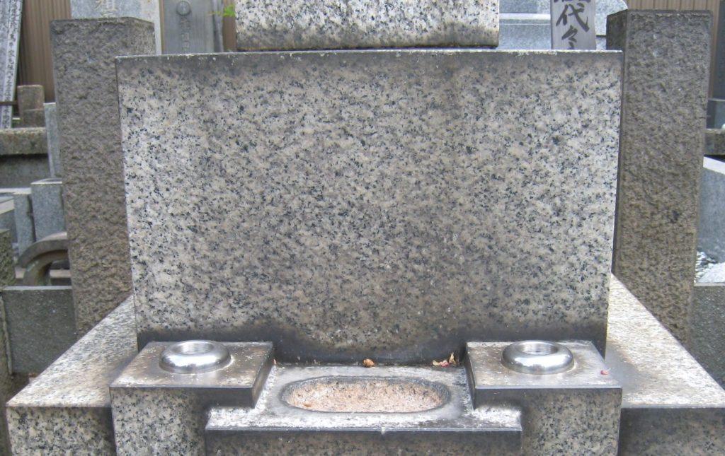 水あか除去前のお墓